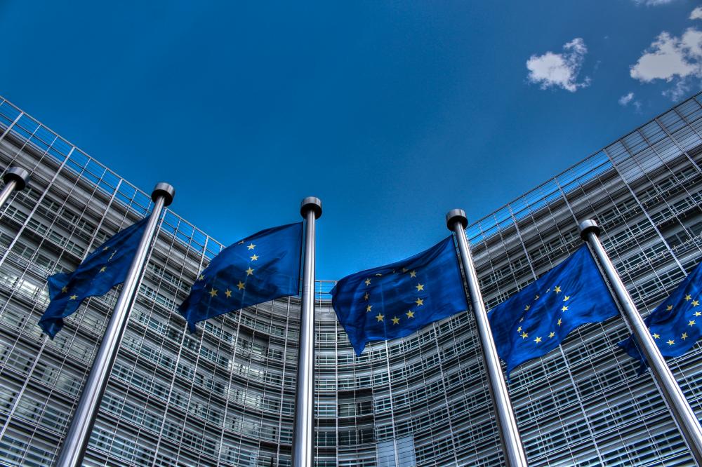 Φόρο 2% στον τζίρο των Facebook και Google προωθεί η Ευρωπαϊκή Ένωση