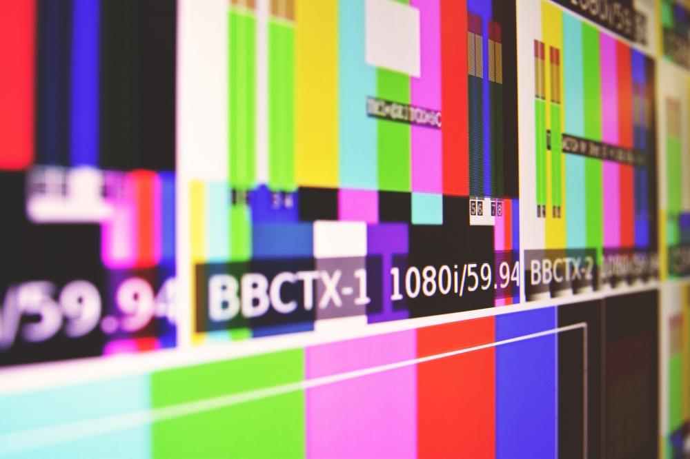 Οταν η ελληνική TV παλεύει με άδειες και φόρους...