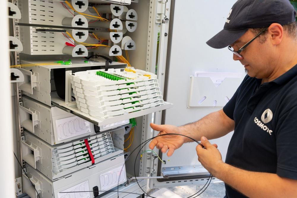 Τρία εκατομμύρια νοικοκυριά και επιχειρήσεις με πρόσβαση σε Cosmote Fiber