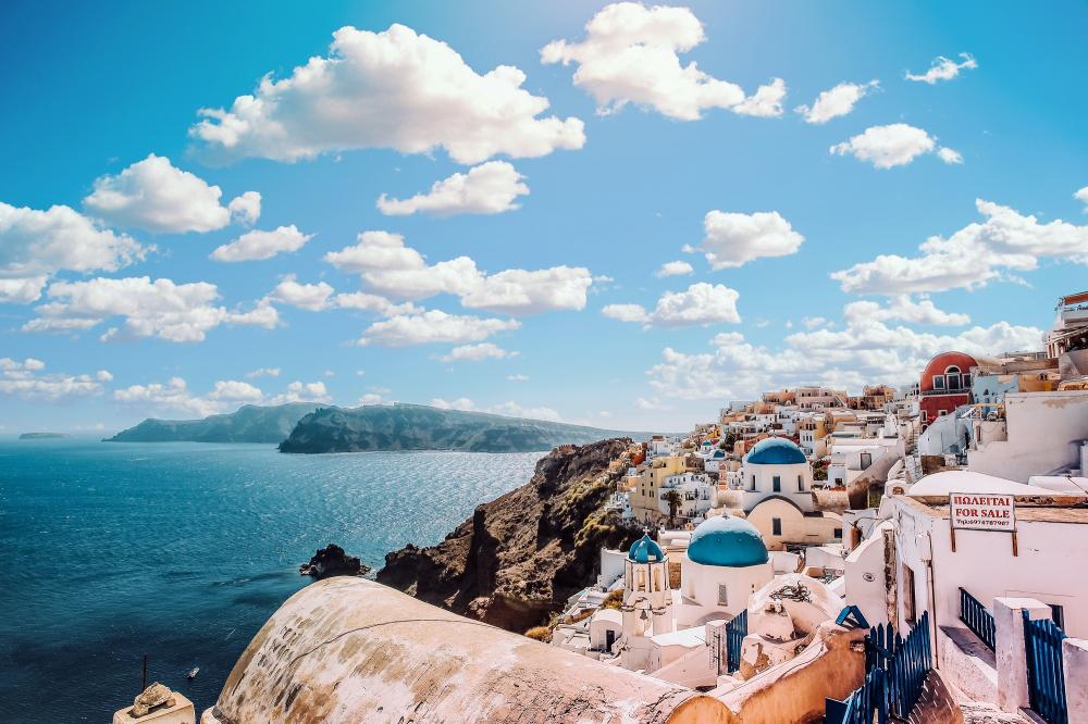 Uber: μετά τη Θεσσαλονίκη και στη Σαντορίνη
