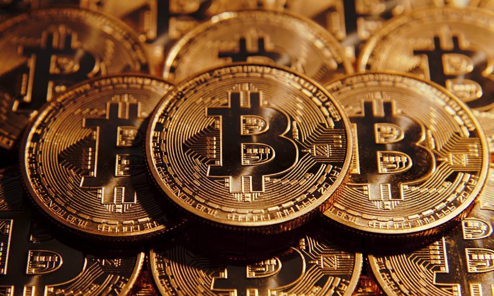 'Πετάει' το bitcoin