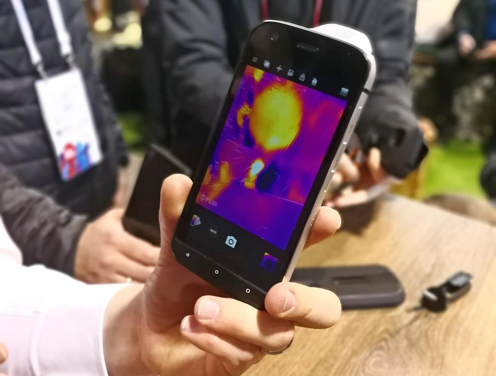 CatS61: το smartphone που αντιλαμβάνεται τη μόλυνση του αέρα