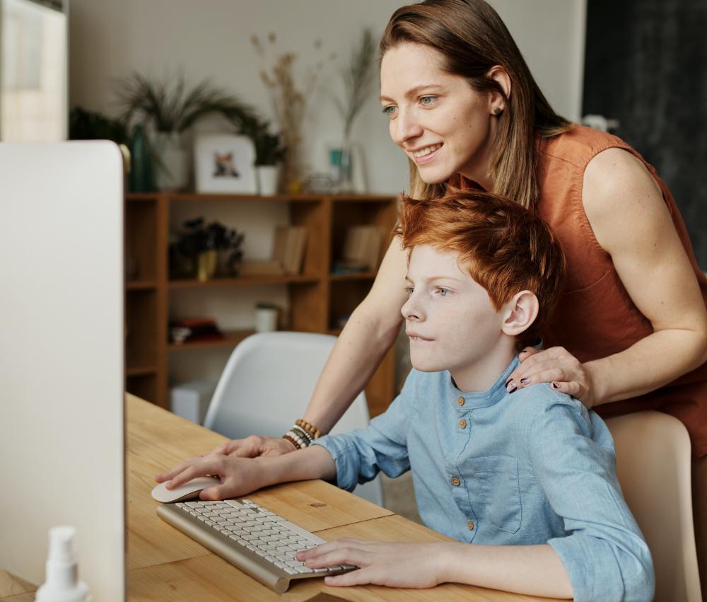 ESET: 3 στους 4 γονείς ανησυχούν για την online δραστηριότητα των παιδιών τους