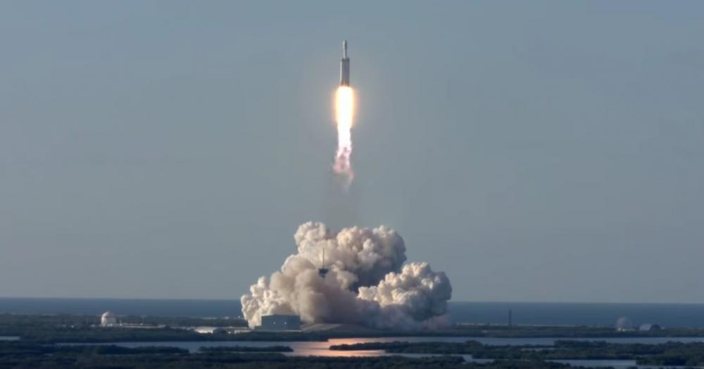 Επιτυχημένη η πρώτη εμπορική αποστολή για το Falcon Heavy της Space X