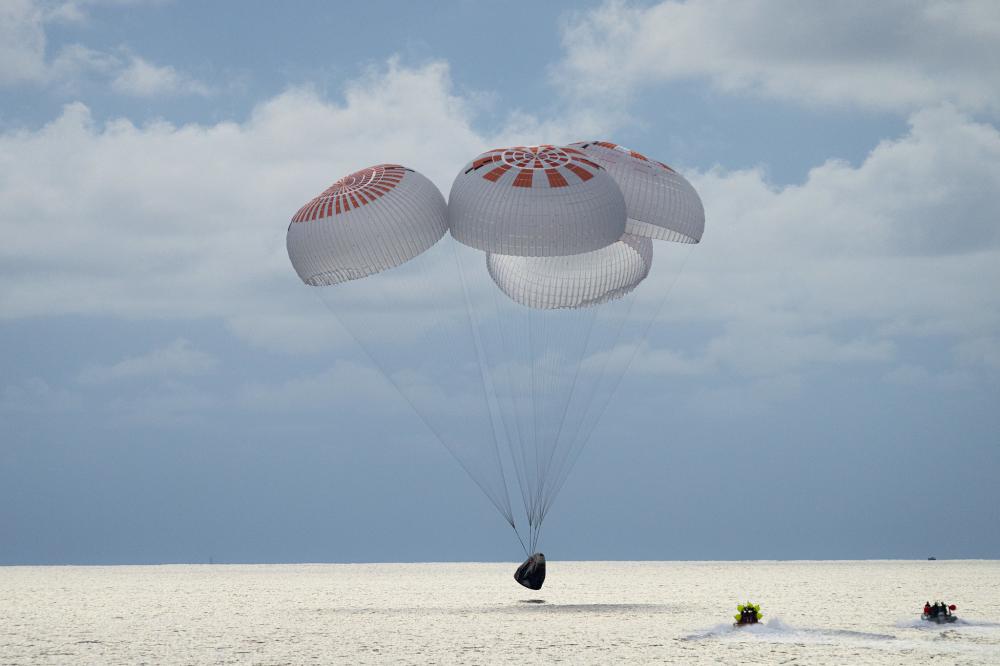 Ολοκληρώθηκε το ιστορικό ταξίδι στο διάστημα της SpaceX