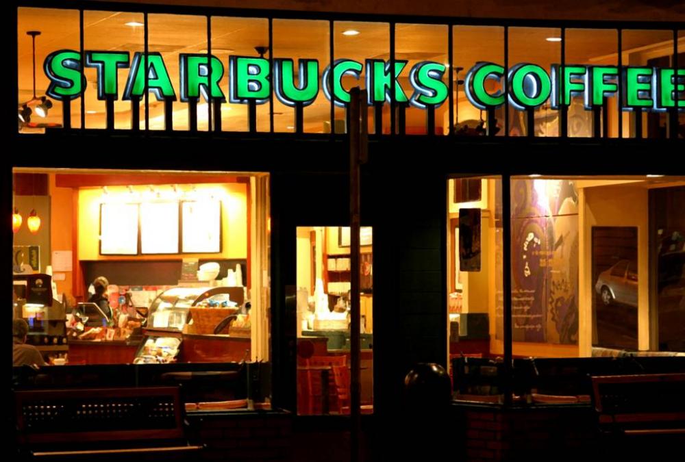 Starbucks + Apple = δωρεάν μουσική και e-books