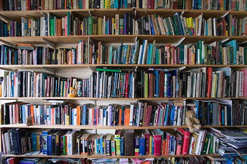 Ή εγώ ή τα βιβλία