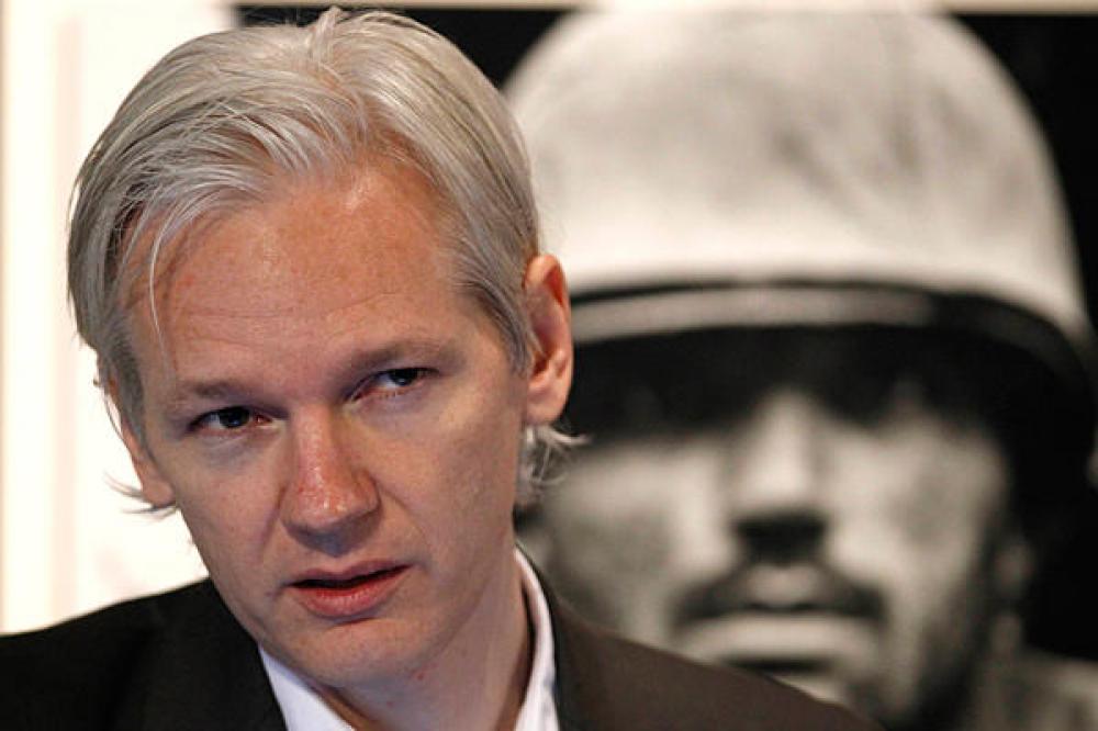 Με χειροπέδες ο ιδρυτής του Wikileaks