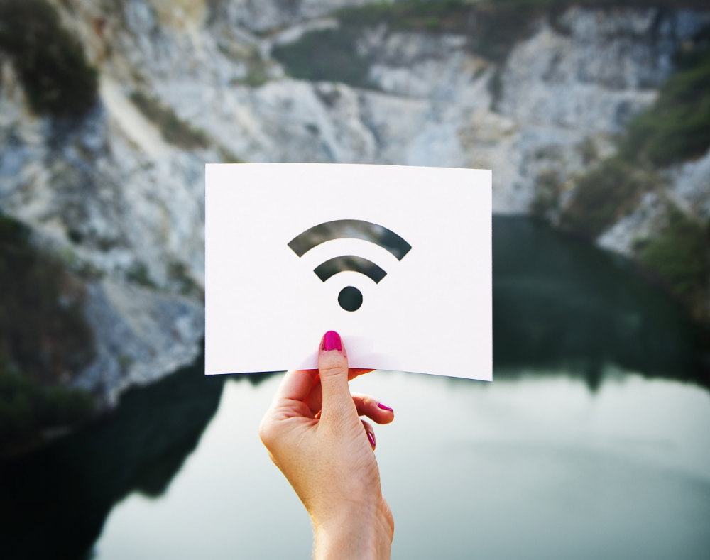 Χιλιάδες δημόσιοι χώροι αποκτούν σύντομα WiFi hotspots