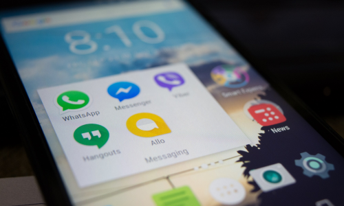 Facebook: παραίτηση με θόρυβο από τον διευθύνοντα σύμβουλο του WhatsApp