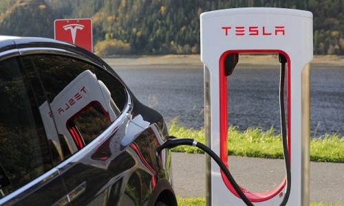 Το Tesla του λαού έρχεται το 2023