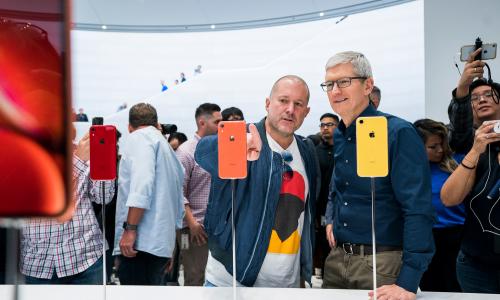 Apple: τέλος και επίσημα ο Jony Ive