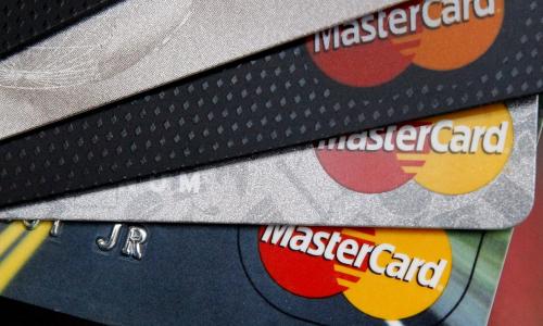 Μεγάλη αύξηση της χρήσης καρτών στην Ελλάδα