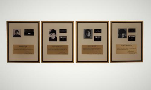 10.000 ευρώ για τούφες μαλλιών των Beatles σε ηλεκτρονική δημοπρασία