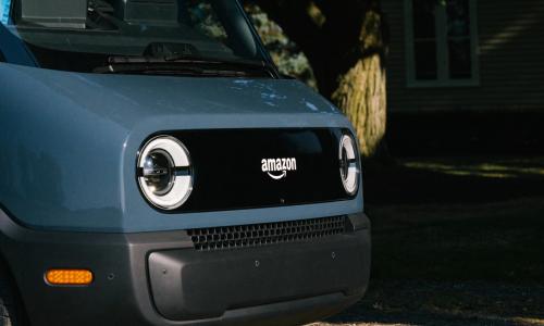 Η Amazon αποκάλυψε το πρώτο της ηλεκτρικό delivery van