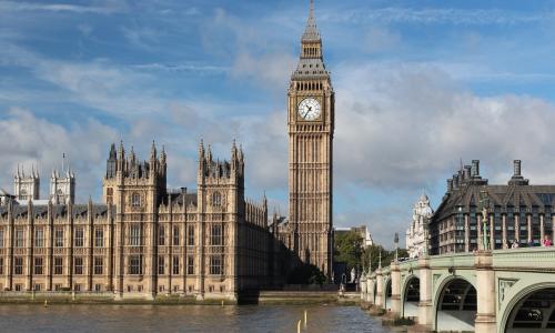 Βρετανική απειλή για ρύθμιση των μεγάλων του Internet