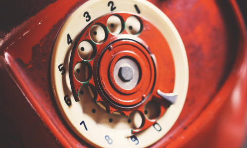 Τηλέφωνα, ψέμματα και πρόστιμα