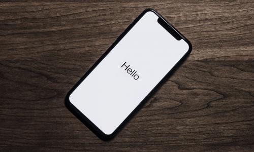 H Siri θέλει να μάθει ελληνικά