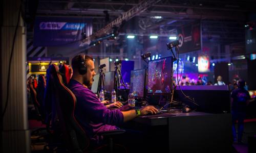To gaming οδηγεί την ανάπτυξη στα προϊόντα πληροφορικής
