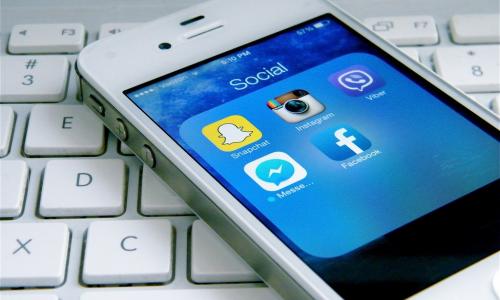 Η διαφημιστική δαπάνη στα social media θα ξεπεράσει τις εφημερίδες το 2020