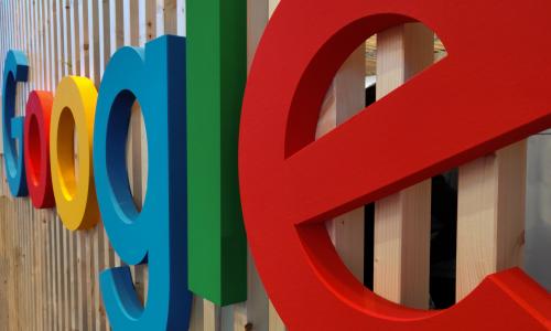 Stop στις διαφημίσεις σε sites με θεωρίες συνομωσιών βάζει η Google